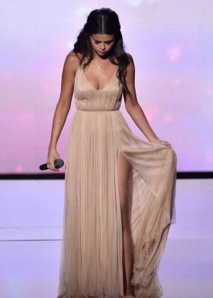 Selena Gomez - Performs at 2014 American Music Awards in LA