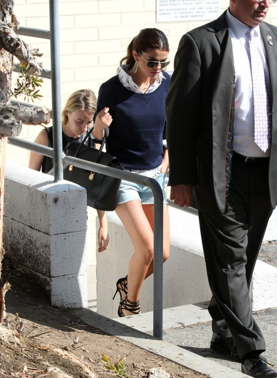 Selena Gomez – shopping at 'GAP' store in Santa Monica