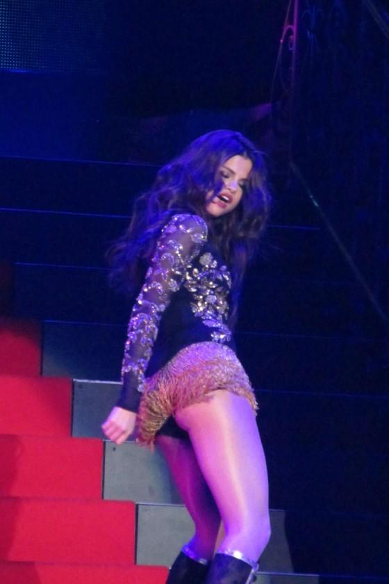 """Selena Gomez – """"Stars Dance Tour"""" in Las Vegas"""