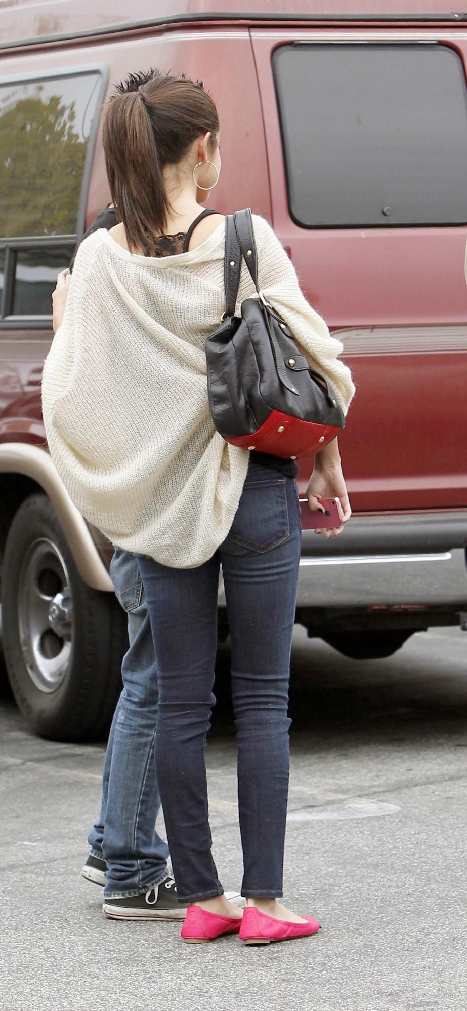 Selena Gomez Tight Jeans 02 Gotceleb