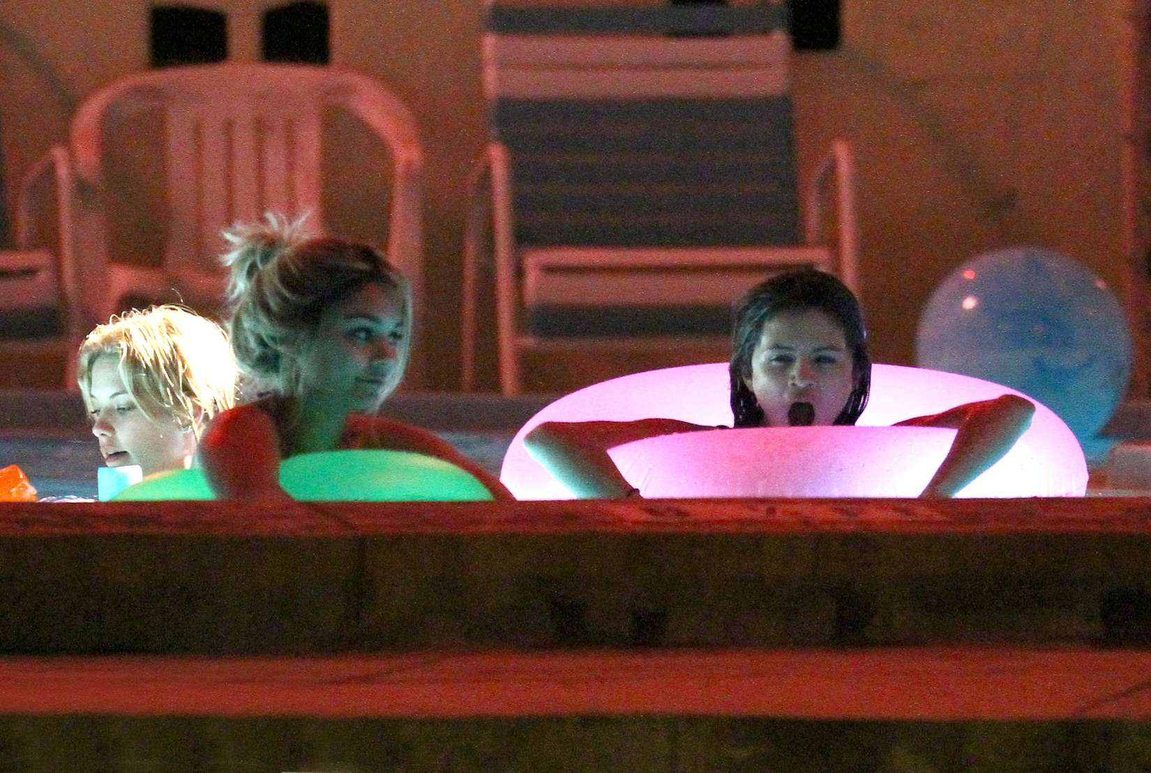 Selena Gomez And Vanessa Hudgens Bikini Pool Party On Set Of Spring Breakers 01 Gotceleb