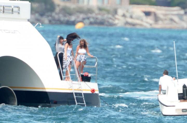 Selena Gomez Swimsuit Photos: St Tropez  2014 -11