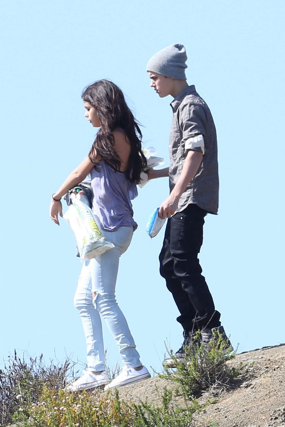 Selena Gomez With Bieber in Griffith Park – Los Angeles-08