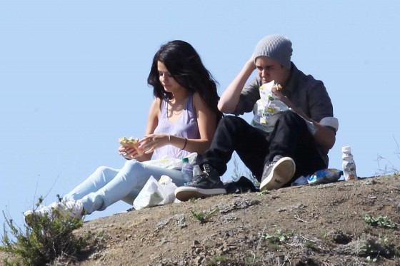 Selena Gomez With Bieber in Griffith Park – Los Angeles-10