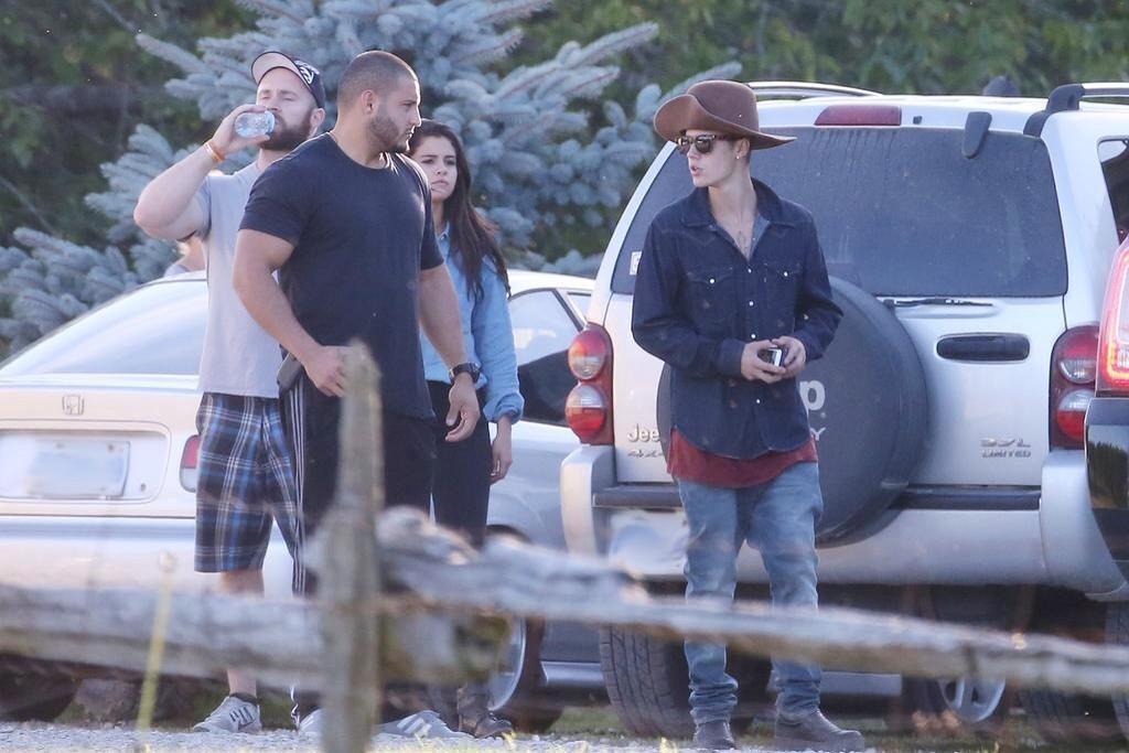 Back to post Selena Gomez with Justin Bieber – Horseback riding in ...