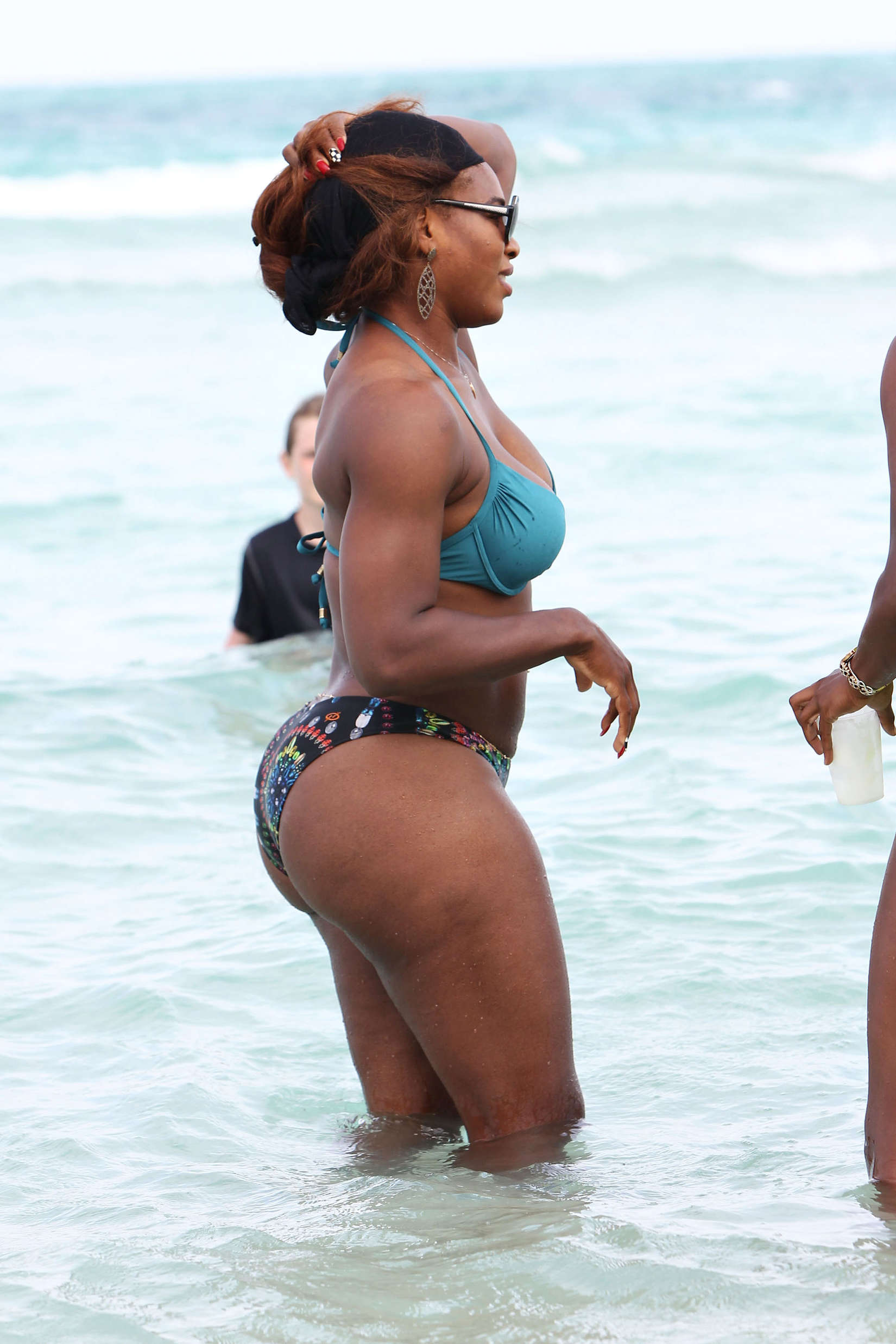 Serena Williams Shows Off Her Incredible Beach Body In A Bikini As She Holidays With Pals