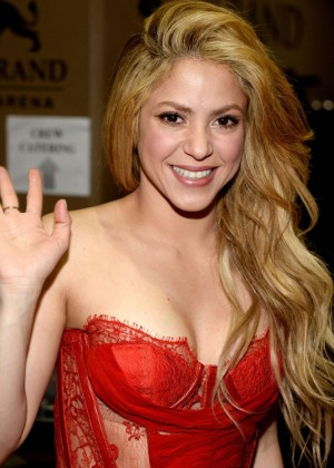 Shakira: 2014 Academy of Country Music Awards -16