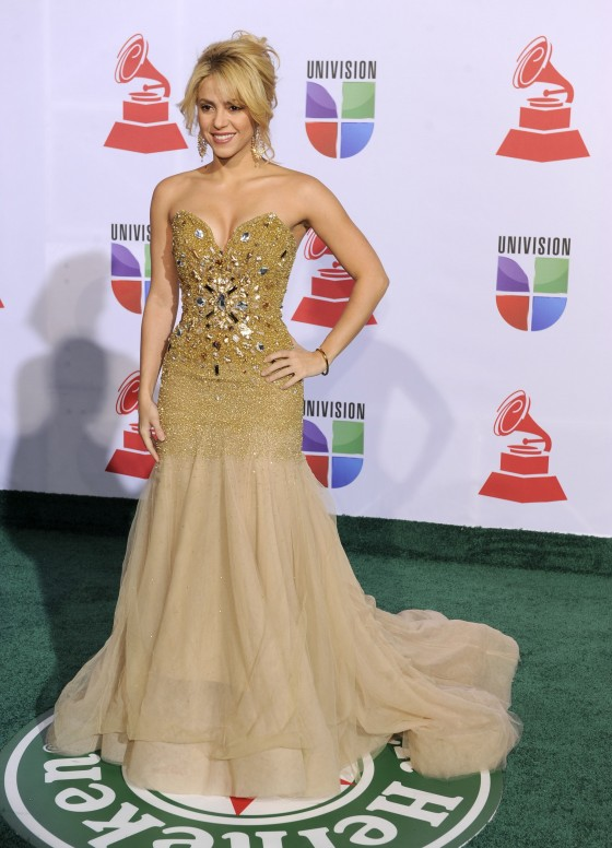 Shakira - Cleavage at 12th Annual Latin Grammy Awards in Las Vegas-05