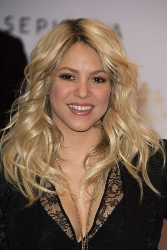 Shakira Autograph Session For S By Perfume In Paris