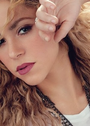 Shakira: Billboard Magazine -02
