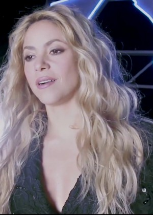 shakira-feat-rihanna-cant-remember-to-forget-you-32