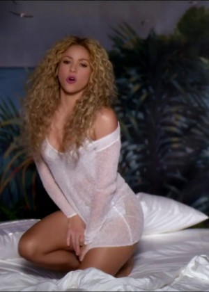 shakira-feat-rihanna-cant-remember-to-forget-you-34