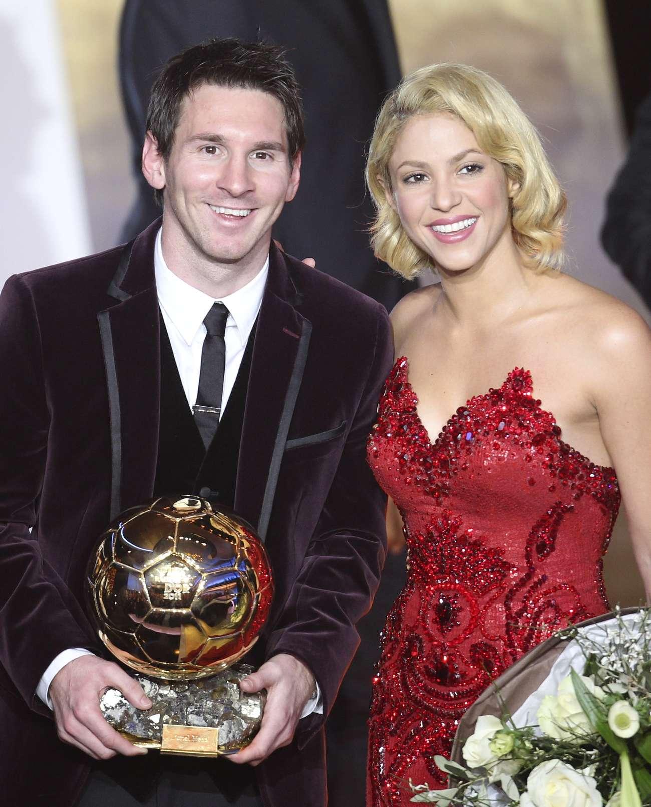 shakira-fifa-ballon-dor-soccer-player-of-the-year-2011-gala-in-zurich-11 - Full Size