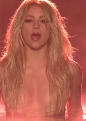 Shakira ft Rihanna: Official Cant Remember to Forget You HD Video -02