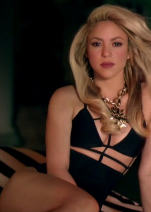 Shakira ft Rihanna: Official Cant Remember to Forget You HD Video -08