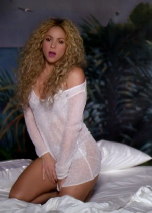 Shakira ft Rihanna: Official Cant Remember to Forget You HD Video -14