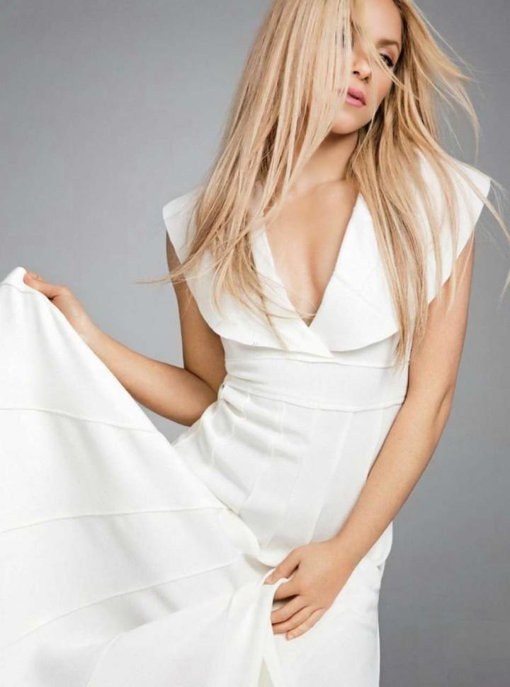 Shakira: Latina Magazine -05