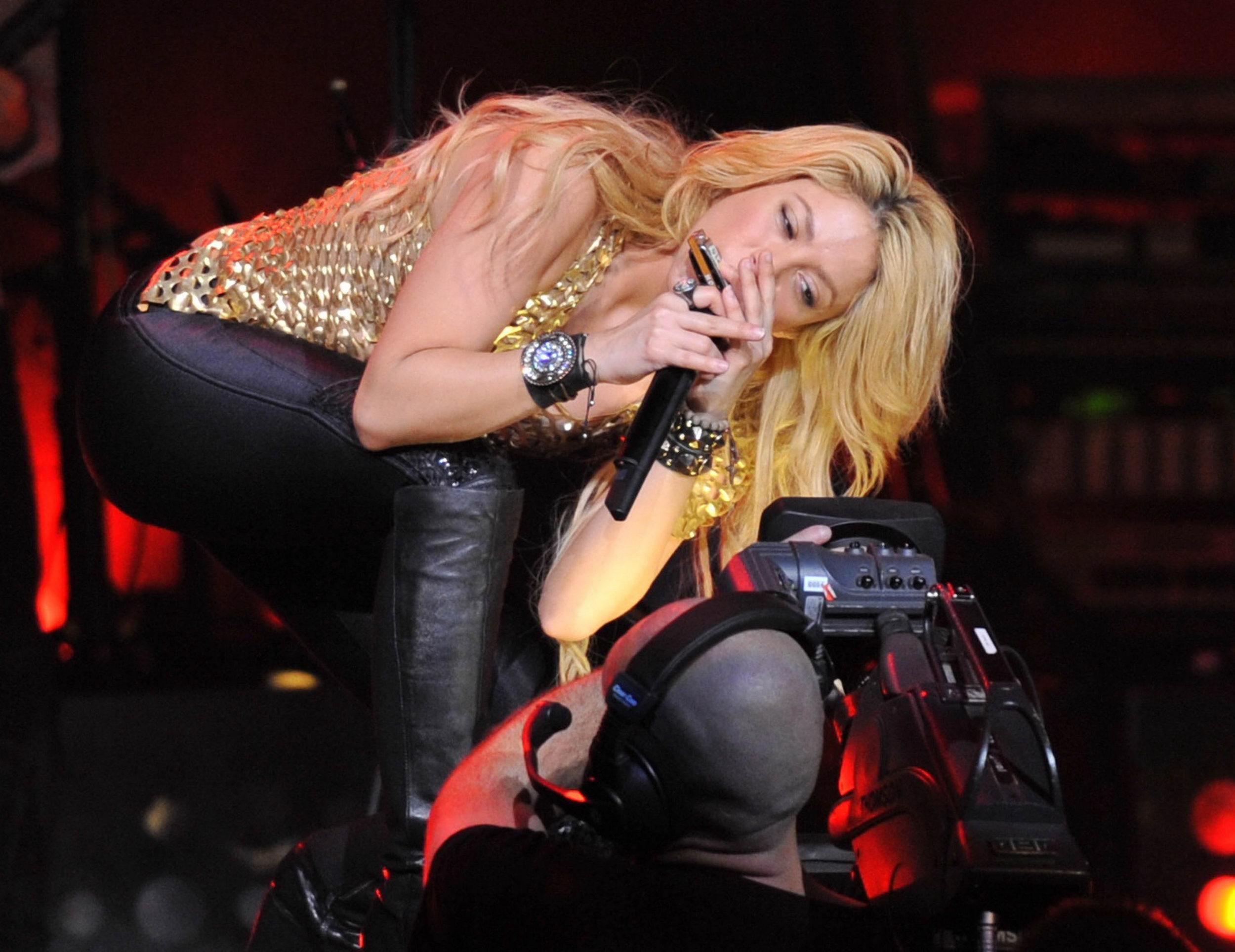 Shakira 2011 : Shakira-11