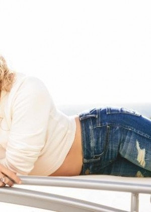 Shakira: Womens Health Magazine -05