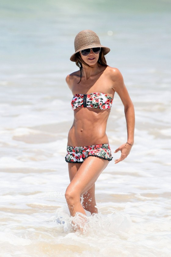 Sharni Vinson - Bikini Candids at Sydney Beach-05