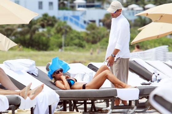 shauna-sand-new-bikini-candids-at-the-beach-in-miami-07