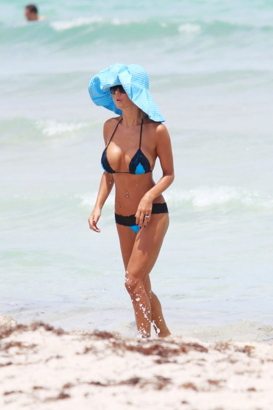 shauna-sand-new-bikini-candids-at-the-beach-in-miami-08