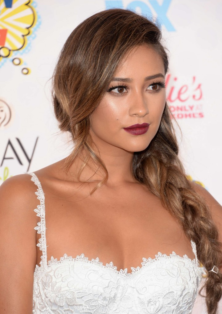 Shay Mitchell - 2014 Teen Choice Awards