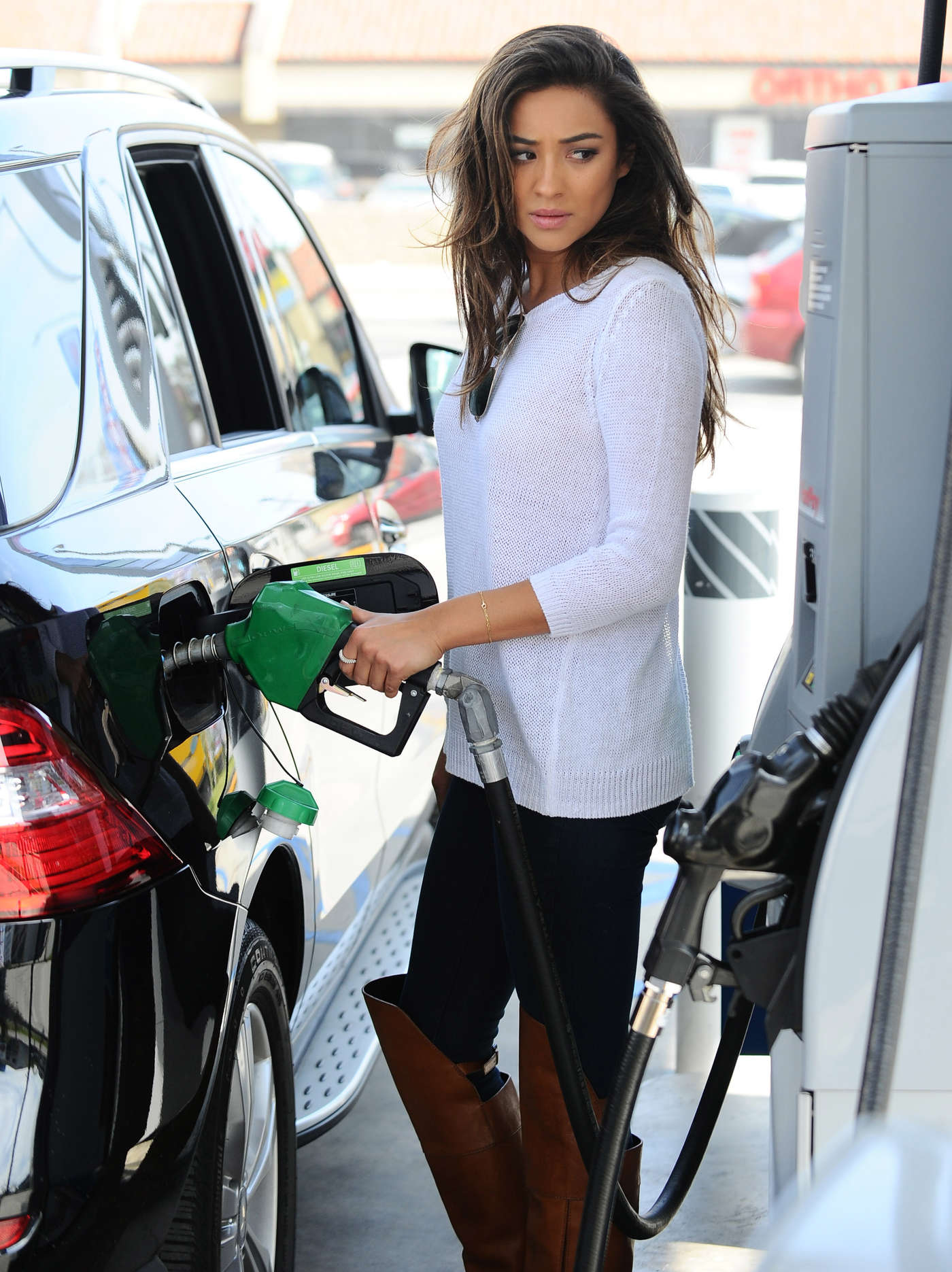Shay Mitchell Getting Gas In La Gotceleb