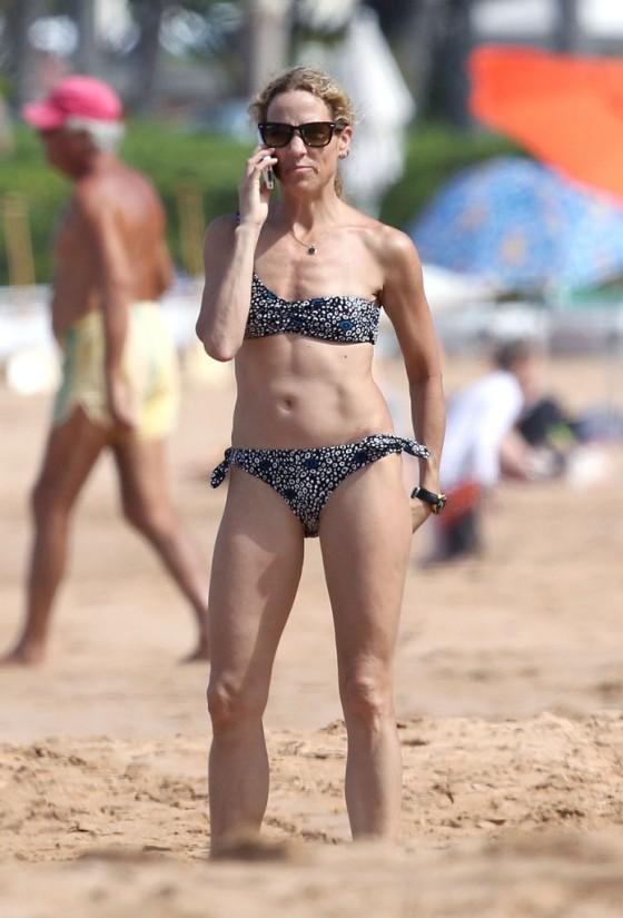 sheryl-crow-bikini-at-a-beach-in-hawaii-01
