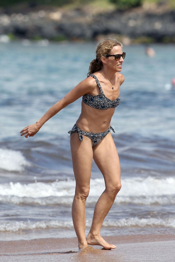 sheryl-crow-bikini-at-a-beach-in-hawaii-07