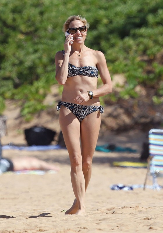 sheryl-crow-bikini-at-a-beach-in-hawaii-10