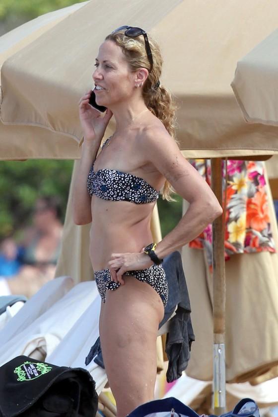 sheryl-crow-bikini-at-a-beach-in-hawaii-12