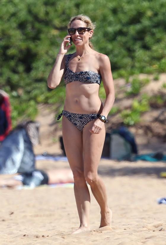 sheryl-crow-bikini-at-a-beach-in-hawaii-19