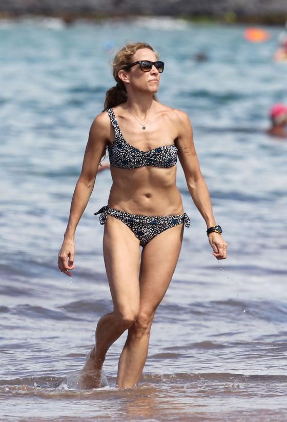 sheryl-crow-bikini-at-a-beach-in-hawaii-22