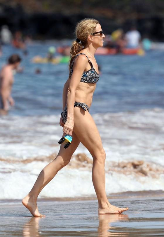 sheryl-crow-bikini-at-a-beach-in-hawaii-24