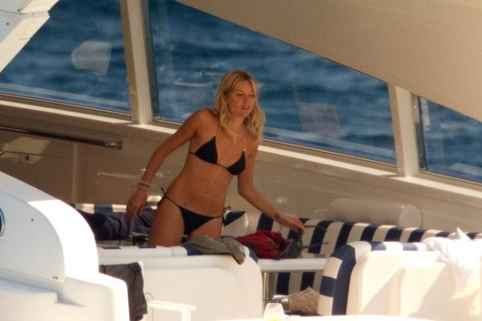 sienna-miller-in-black-bikini-in-ibiza-02