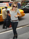 sienna-miller-in-some-soho-candids-01