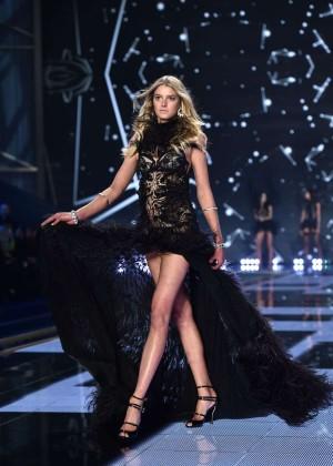 Sigrid Agren: 2014 VS Fashion Show Runway -02