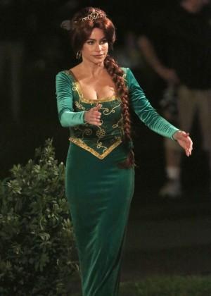 Sofia Vergara in Green Dress Filming Modern Family in LA