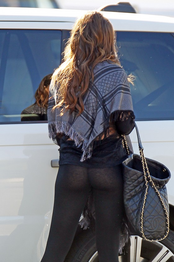 Sofia Vergara at Modern Family Set in Los Angeles-08