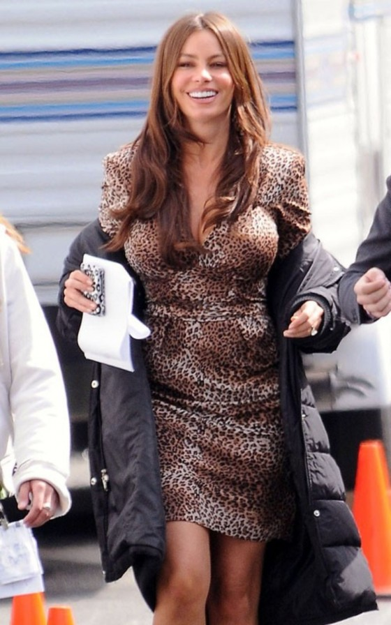 "Sofia Vergara - The sexy Colombian babe on the ""Modern Family"" set"