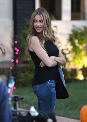 "Sofia Vergara in Jeans on the set of ""Modern Family"" in LA"