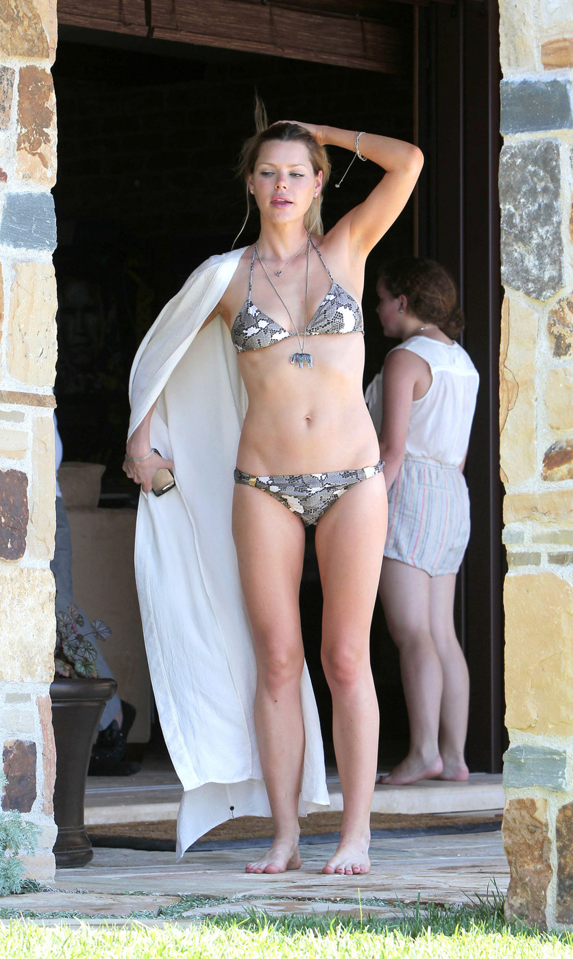 Who is katy perry dating in 2012 2