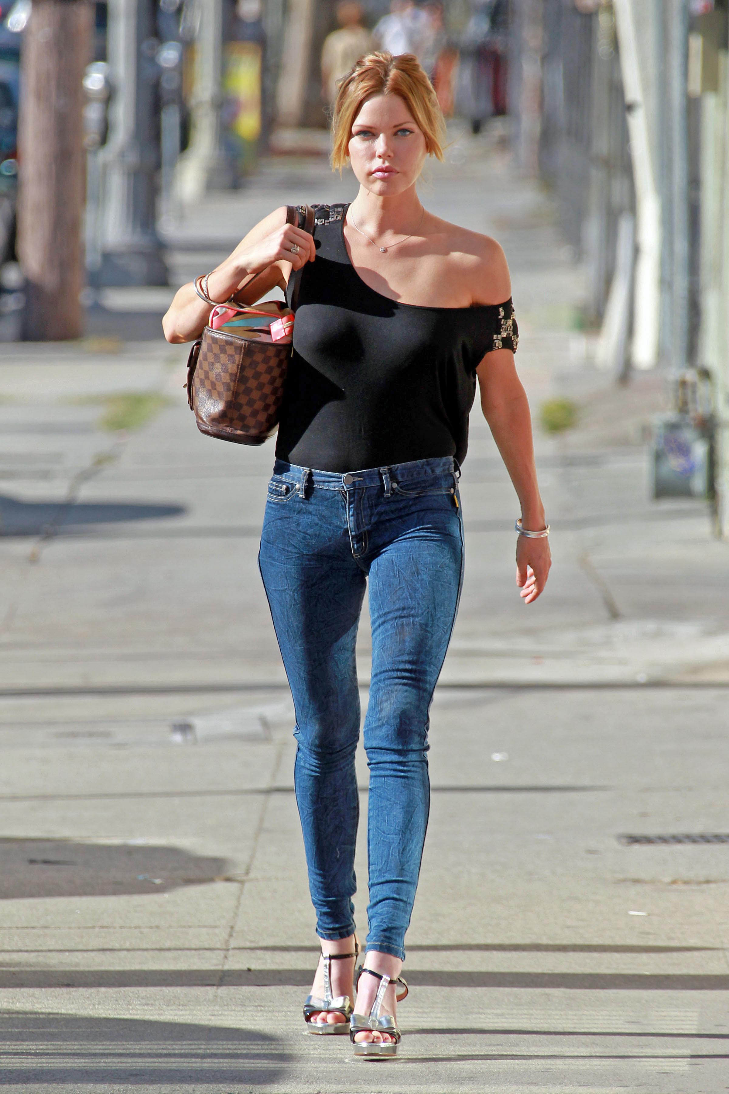 Sophie Monk Black T Shirt Candids 01 Gotceleb