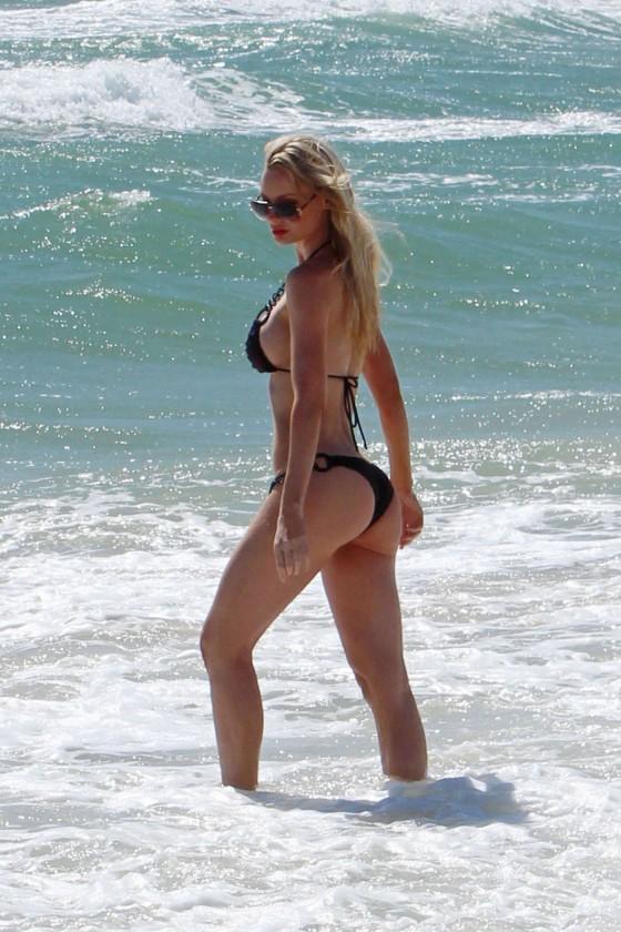 Sophie Turner in bikini -01
