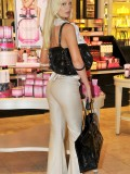 sophie-turner-shopping-candids-victorias-secret-in-la-01