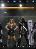 stacy-fergie-ferguson-performing-at-super-bowl-xlv-04