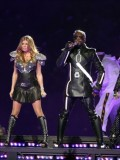 stacy-fergie-ferguson-performing-at-super-bowl-xlv-09