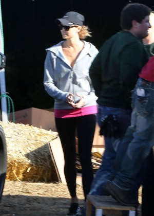 Stacy Keibler - Buys a Christmas Tree in Los Angeles