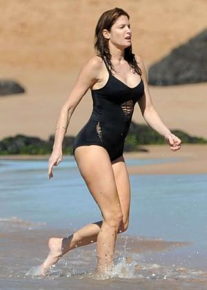 Stephanie Seymour in Black Swimsuit -04